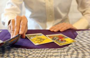 tirage à trois cartes du Tarot de Marseille
