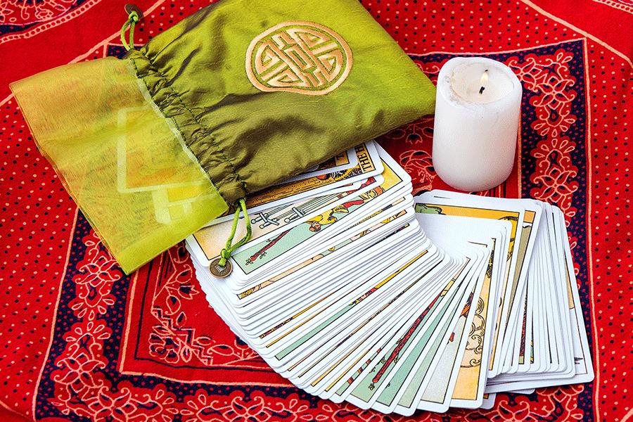 tirage une lame avec le tarot de marseille tarot divinatoire gratuit. Black Bedroom Furniture Sets. Home Design Ideas